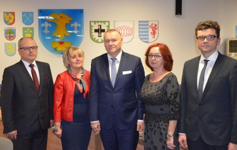 Zarząd Powiatu: od lewej Leszek Bizoń, Danuta Maćkowska, starosta Ireneusz Serwotka, Janina Chlebik-Turek, wicestarosta Grzegorz Kamiński