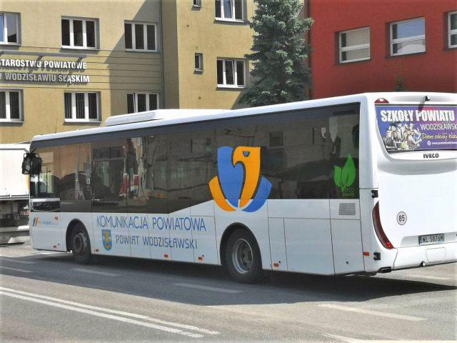 autobus PKS na tle Starostwa