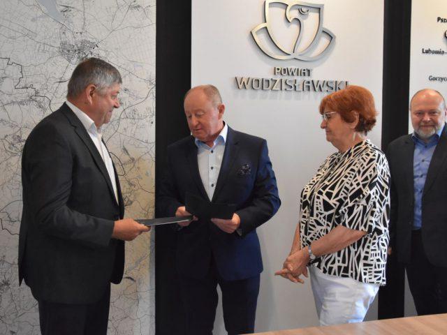 podpisanie umowy na wykonanie windy w ZPSWR