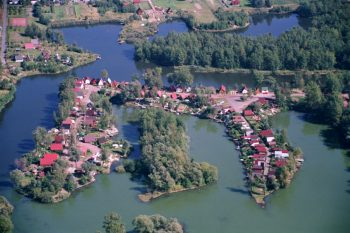 widok z lotu ptaka na tereny rekreacyjne w Olzie nad rzeką Olzą