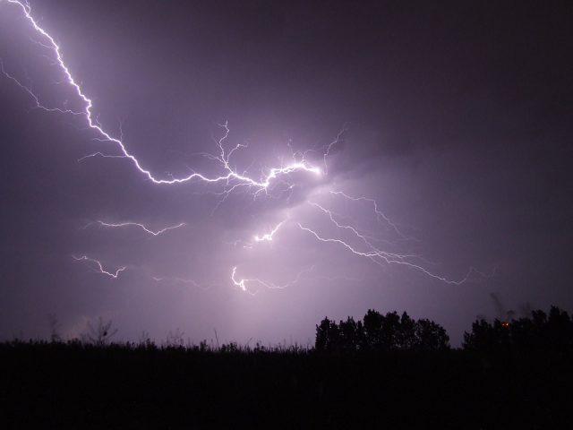 burza, wyładowanie atmosferyczne, piorun, błyskawica