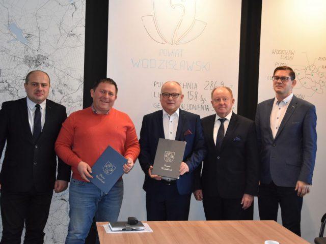 podpisanie umowy na remont ulicy Raciborskiej w Gorzycach