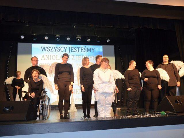 konferencja o pokonywanie barier przez osoby niepełnosprawne