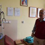 szpitalna izba pamięci w Rydułtowach na zdjęciu Henryk Machnik, prezes TMR