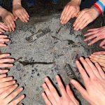 Dzień Dziecka 2021 w Powiatowym Domu Dziecka w Gorzyczkach i powiatowych placówkach opiekuńczo-wychowawczych. Na zdjęciu dłonie uczestników ogniska integracyjnego