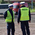 akcja Road Safety Days w Wodzisławiu Śl. 21 wrzesnia 2021 na zdjęciu dwóch policjantów
