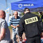 akcja Road Safety Days w Wodzisławiu Śl. 21 wrzesnia 2021, na zdjęciu kierwocy ze strażakiem