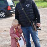 akcja Road Safety Days w Wodzisławiu Śl. 21 wrzesnia 2021, na zdjęciu kierowca z córką zainteresowani akcją