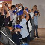 Ślubowanie pierwszaków w ZPSWR 2021 na zdjęciu uczniowie biorący udział w pasowaniu
