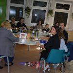 Ślubowanie pierwszaków w ZPSWR 2021 na zdjęciu uczestnicy spotkania przy stołach
